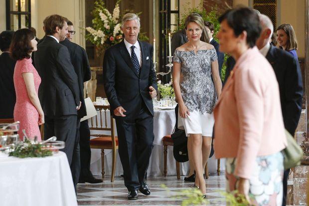 La reine Mathilde et le roi Philippe de Belgique lors d'une réception au château de Laeken à Bruxelles, le 13 juin 2016