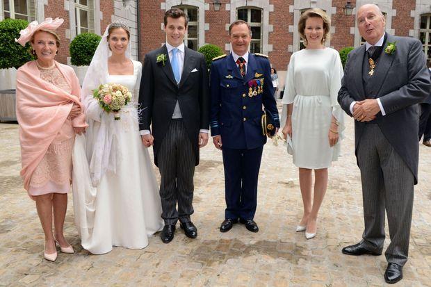 La reine Mathilde de Belgique au mariage de la princesse Alix de Ligne au château de Beloeil, le 18 juin 2016