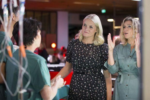 La princesse Mette-Marit de Norvège dans les studios de la chaîne de télévision NKR pour le Téléthon à Oslo, le 23 octobre 2016