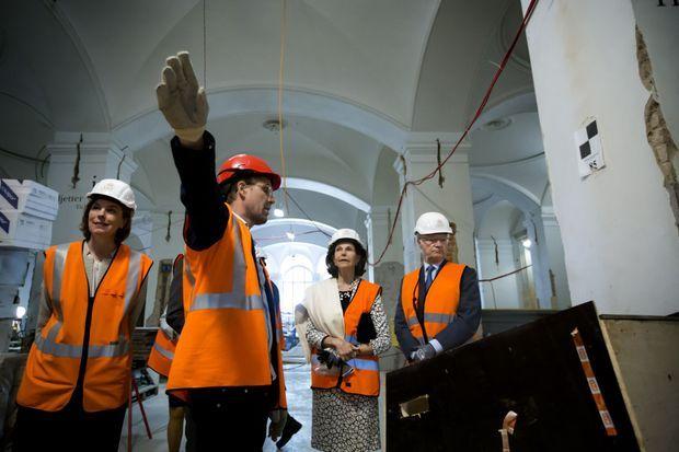 La reine Silvia et le roi Carl XVI Gustaf de Suède visitent le chantier du Nationalmuseum à Stockholm, le 30 mai 2016