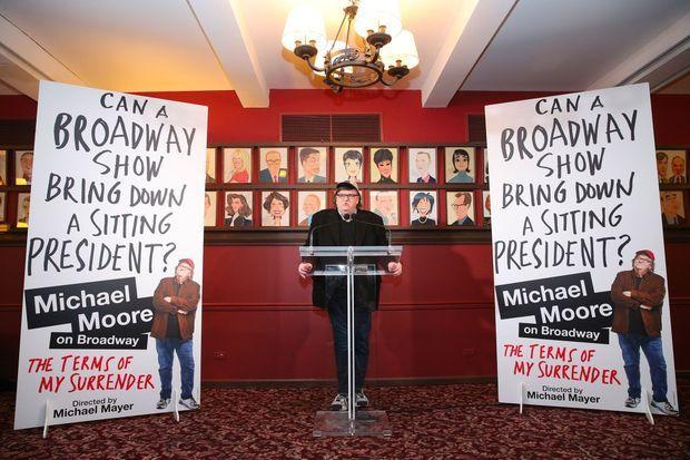 Michael Moore pour la présentation de son nouveau one-man-show à Broadway en mai 2017.