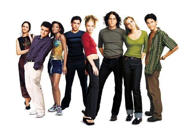 """Andrew Keegan parmi l'équipe du film """"10 bonnes raisons de te larguer"""", sorti en 1999."""