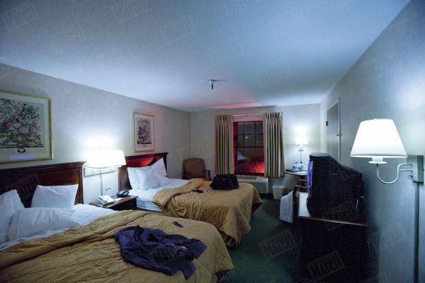 À Portland, dans cette chambre, leur destin est en marche. Une reconstitution de la chambre 233 de l'hôtel Comfort Inn, à South Portland dans le Maine, où ont dormi deux des kamikazes avant de détourner le vol AA 11 à destination de Los Angeles.