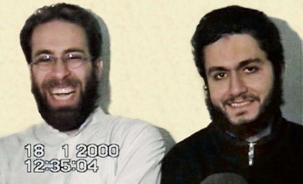 Ziad Jarrah et Mohamed Atta (à dr.), en janvier 2000 dans un camp d'entraînement en Afghanistan. « Atta avait la mort dans les yeux », dira son instructrice.
