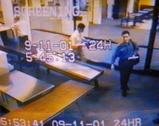 Une caméra de sécurité de l'aéroport de Portland a enregistré le passage des deux hommes à 5 h 45, au moment de leur départ pour Boston.