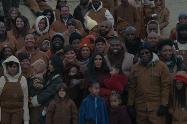 "Kanye West entouré de sa famille dans le clip ""Closed On Sunday"" paru le 28 novembre 2019"
