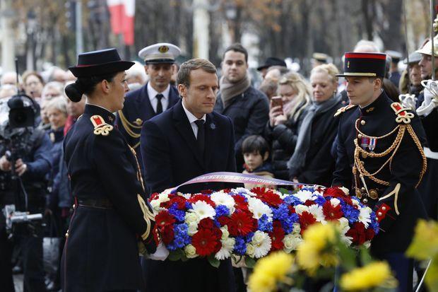 Emmanuel Macron, devant la statue de Clemenceau, le 11 novembre 2017.