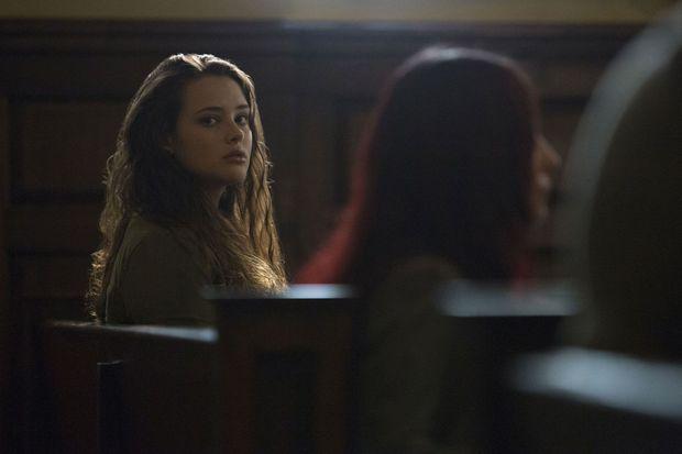 Hannah (Katherine Langford).