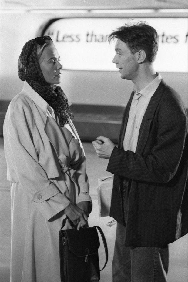 """Margaux Hemingway et Frédéric Sojcher sur le tournage de « A comme Acteur » (1991). Frédéric Sojcher a alors 23 ans. Ce devait être son premier long métrage mais comme il le raconte dans son livre """"Je veux faire du cinéma"""", les producteurs sont « partis avec la caisse »…"""