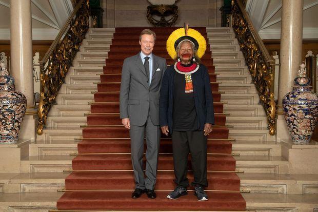 Le grand-duc Henri de Luxembourg et Raoni Metuktire, cacique suprême du peuple Kayapo et de toutes les tribus du Bas-Xingu, à Luxembourg le 20 mai 2019