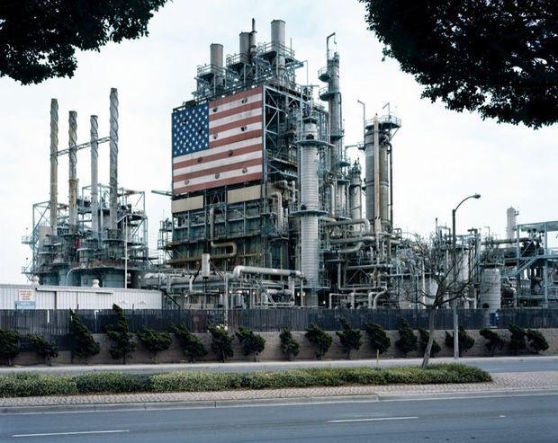 2. Mitch Epstein_BP Carson Refinery, California 2007