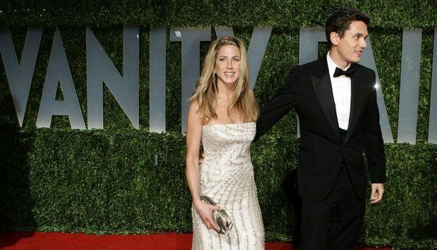 2-photos-people-cinema-Jennifer aniston et John Mayer--