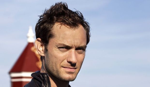 2-photos-people-cinema-Jude Law cheveux au vent--