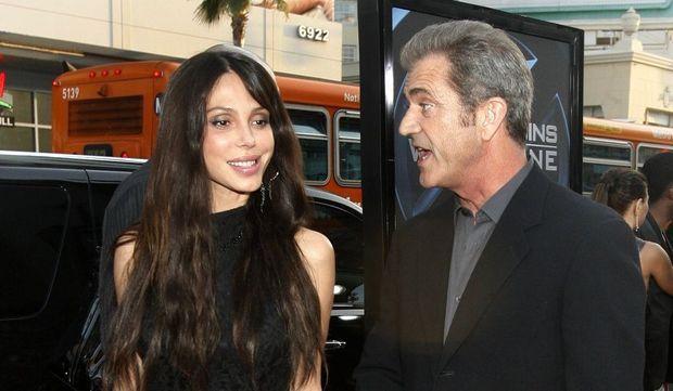 2-photos-people-cinema-Mel Gibson et Oksana Pochepa--