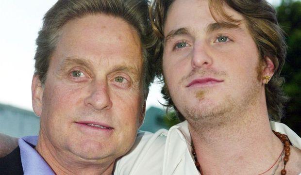 2-photos-people-cinema- Michael Douglas et Cameron Douglas--Michael Douglas et Cameron Douglas photocall los angeles