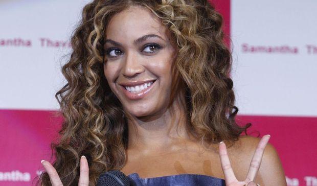 2-photos-people-mode-Beyoncé à Tokyo pour la marque Samantha Thavasa--