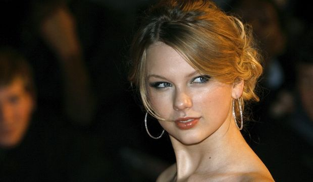 2-photos-people-musique-brit-awards-Taylor Swift--