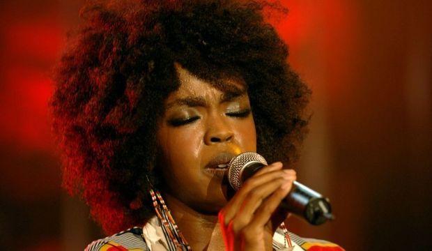 2-photos-people-musique-Lauryin Hill--Lauryn Hill au micro à Montréal