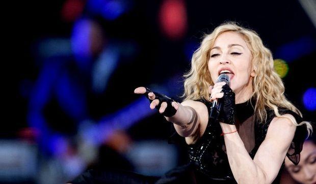 2-photos-people-musique-Madonna concert--