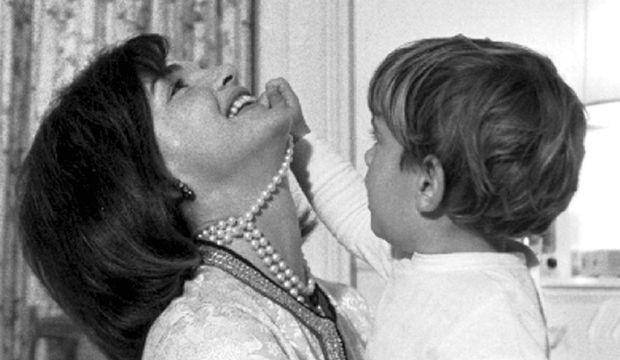 2-photos-people-politique-John John Kennedy Jackie Kennedy--