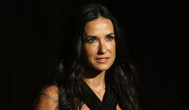 2-photos-people-tetes-couronnees-rodeo-drive-awards-demi moore--