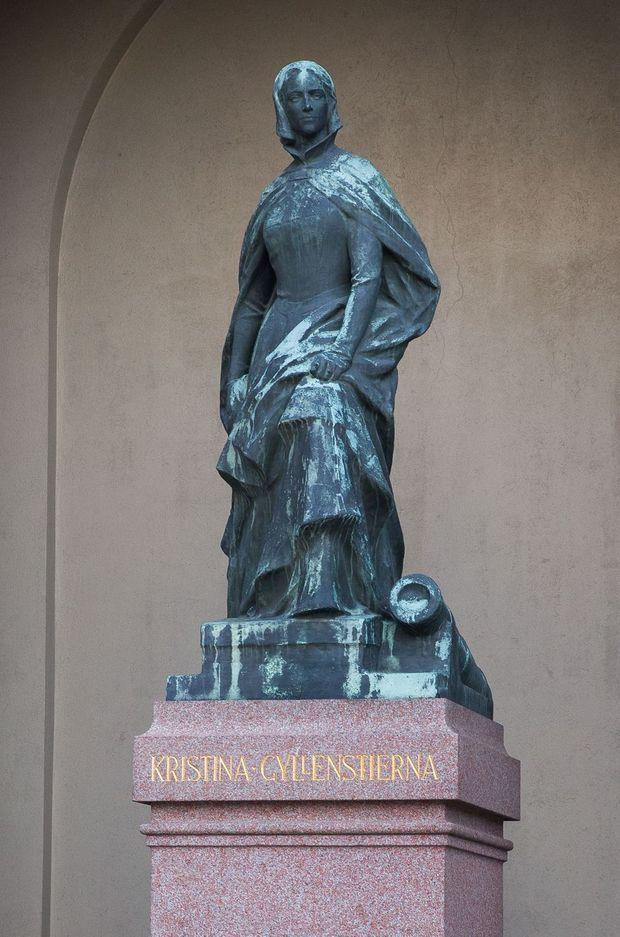 La statue de Kristina Gyllenstierna dans la cour extérieure du Palais royal de Stockholm, début novembre 2020