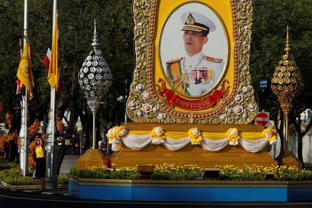 Portrait du roi Maha Vajiralongkorn à Bangkok, le 3 mai 2019