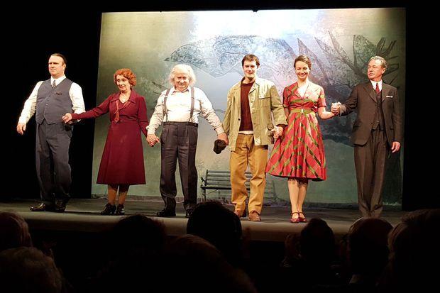 """Lors de la représentation de la pièce de théâtre """"Le cas Eduard Einstein"""", à la Comédie des Champs Elysées de Paris"""