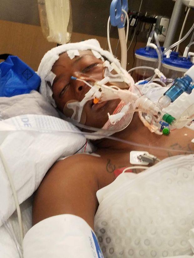 Elijah McClain à l'hôpital après son arrestation.
