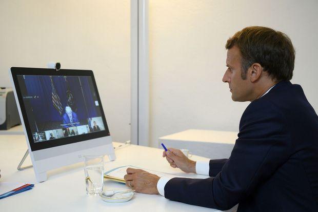 Emmanuel Macron en visioconférence avec les dirigeants de quinze pays pour évoquer l'aide qui sera apportée au Liban, le 9 août 2020
