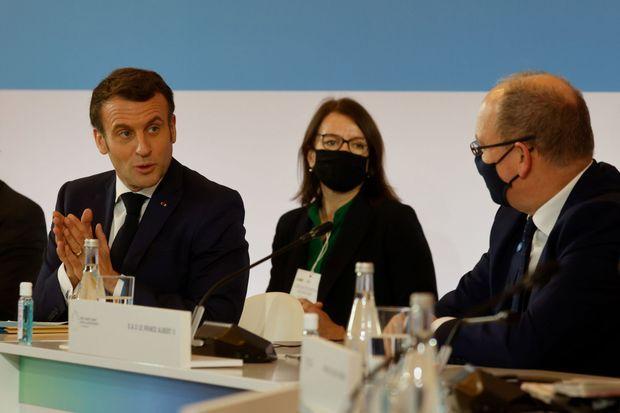 Le prince Albert II de Monaco avec Emmanuel Macron à Paris le 11 janvier 2021