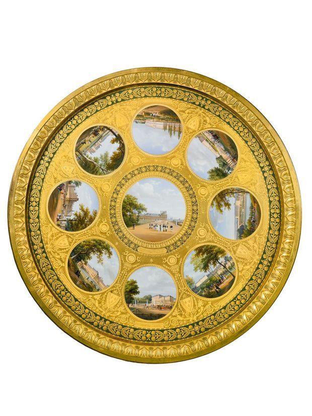 """Le plateau en porcelaine de Sèvres du guéridon """"des palais impériaux"""""""