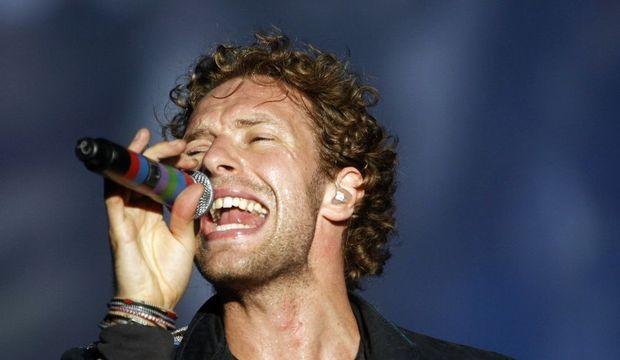 3-photos-culture-musique-Chris Martin chante--