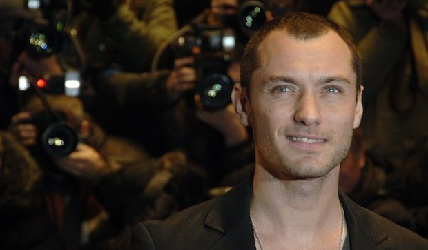 3-photos-culture-spectacles-Jude Law--