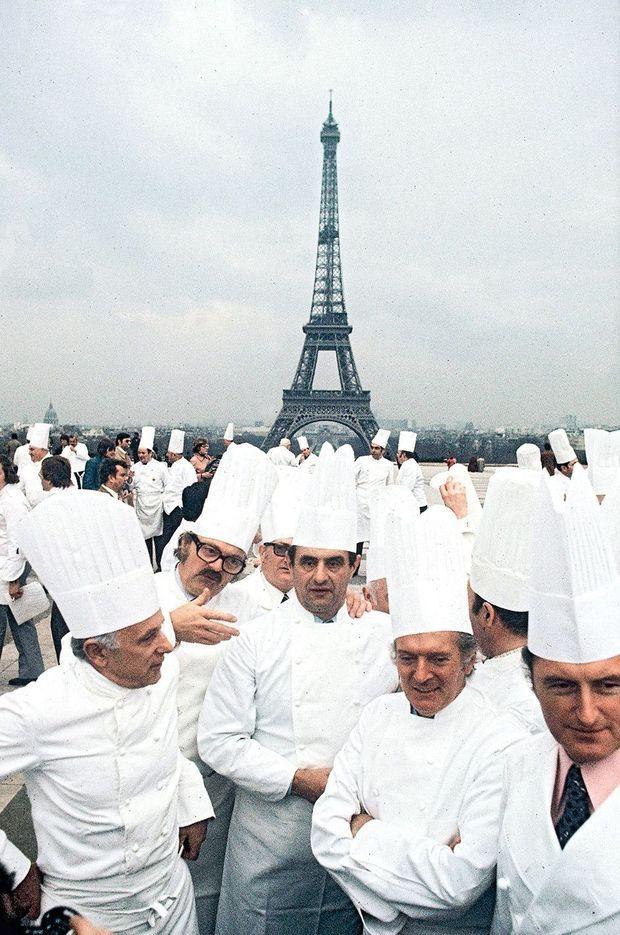 En 1976, au Trocadéro, réunion de 400 chefs venus promouvoir la gastronomie française.