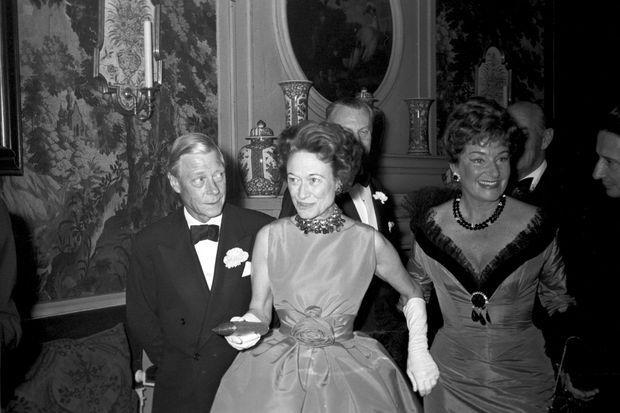 Le duc et la duchesse de Windsor, lors d'un bal caritatif, en 1959