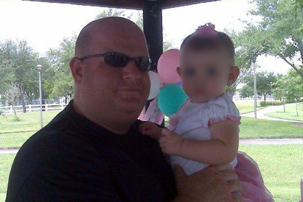 Aaron Feis et sa petite fille