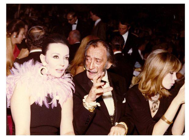 5. 1970, dans la salle, Ludmila Tcherina, Salvador Dali et Amanda Lear.