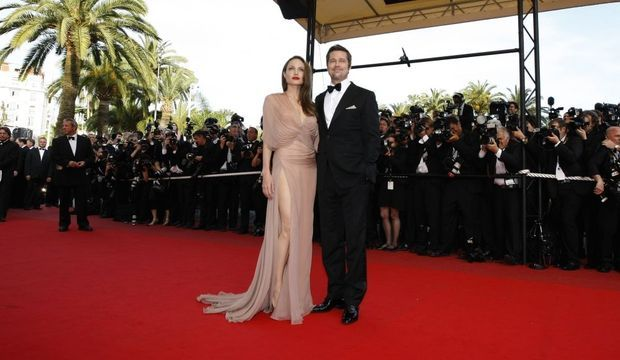 5-photos-festival-de-cannes-montee-des-marches-20-05-09-Brad Pitt et Angelina Jolie face--