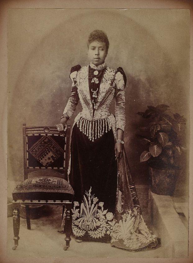 La princesse Ramisindrazana de Madagascar en robe de cour