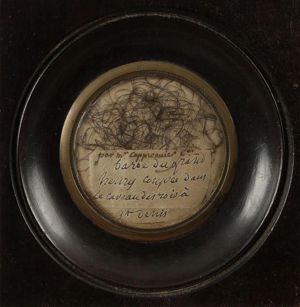 Poils de barbe attribués à Henri IV, vendus aux enchères le 19 septembre 2019 par la Maison Ader