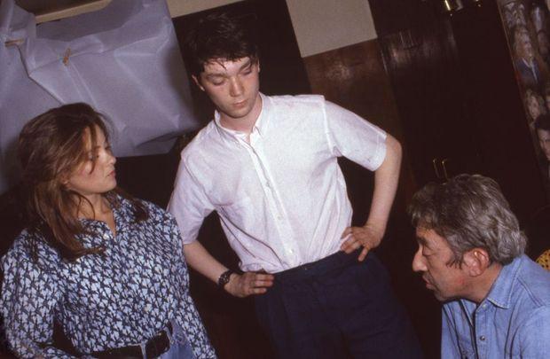 Serge Gainsbourg, Frédéric Sojcher et Sophie Carle sur le tournage de « Fumeurs de charme », le film que Frédéric Sojcher a réalisé en 1985, à l'âge de 18 ans.
