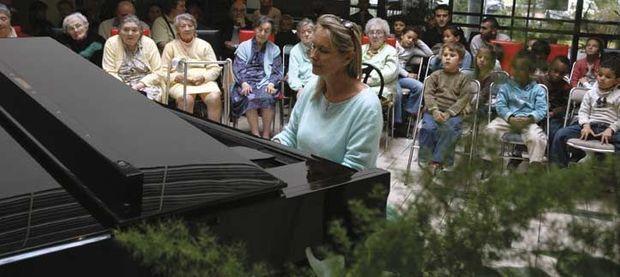 Elizabeth Sombart dans un lieu de solidarité au Liban.