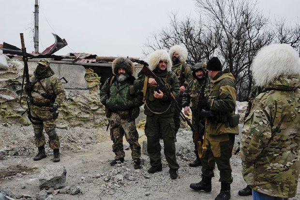 """Le 17 novembre, Donetsk. Des membres du bataillon Vostok-""""Unite Youg"""", composé de volontaires venus d'Ossétie du Nord."""