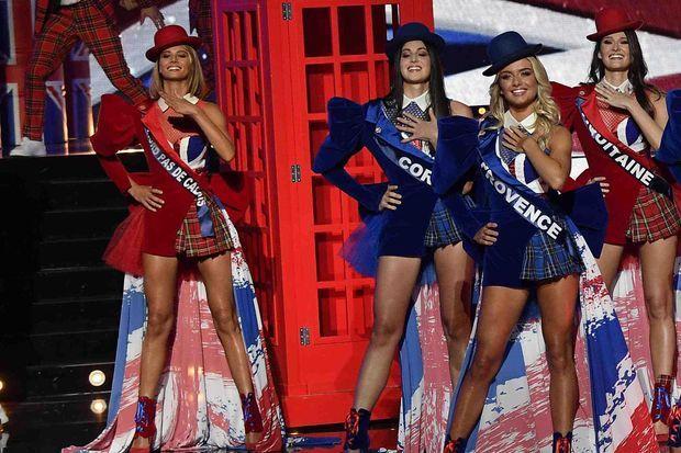 A gauche : Florentine Somers, Miss Nord-Pas-de-Calais, lors de la chorégraphie en hommage à l'Angleterre au début de l'émission