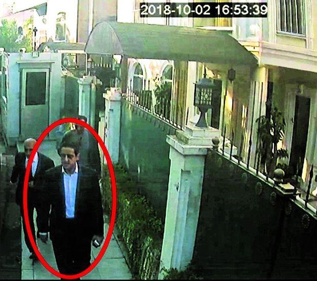 A 16 h 53, le colonel Maher Abdulaziz Mutreb quitte le consulat. Ce membre de la garde rapprochée de MBS était le chef du commando.