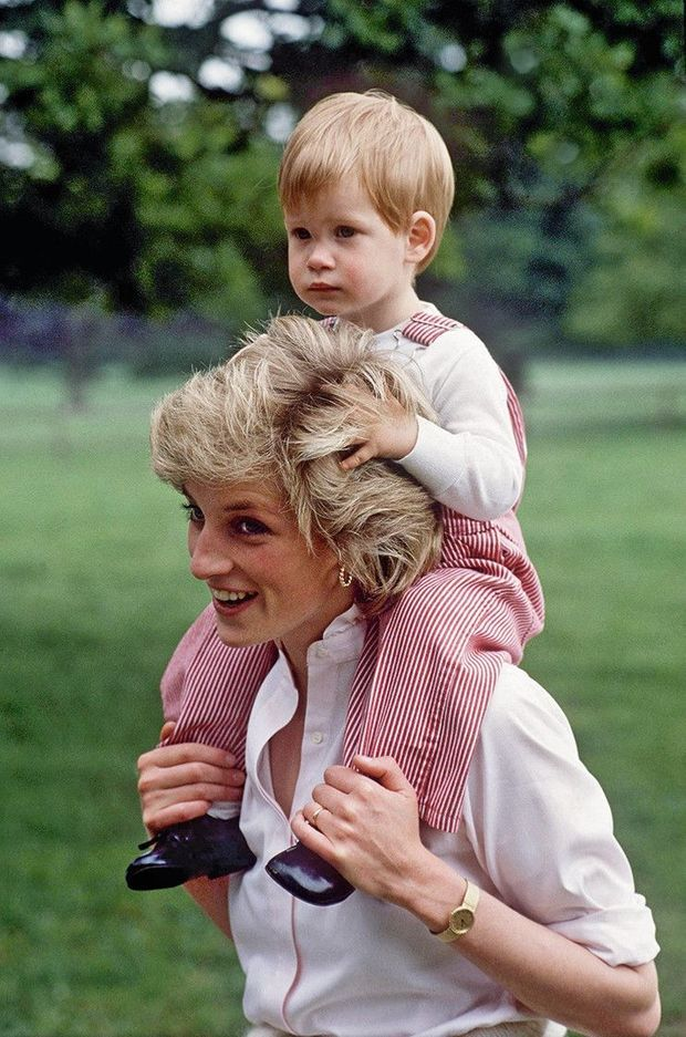 A 22 mois, avec sa mère à Highgrove, en juillet 1986.