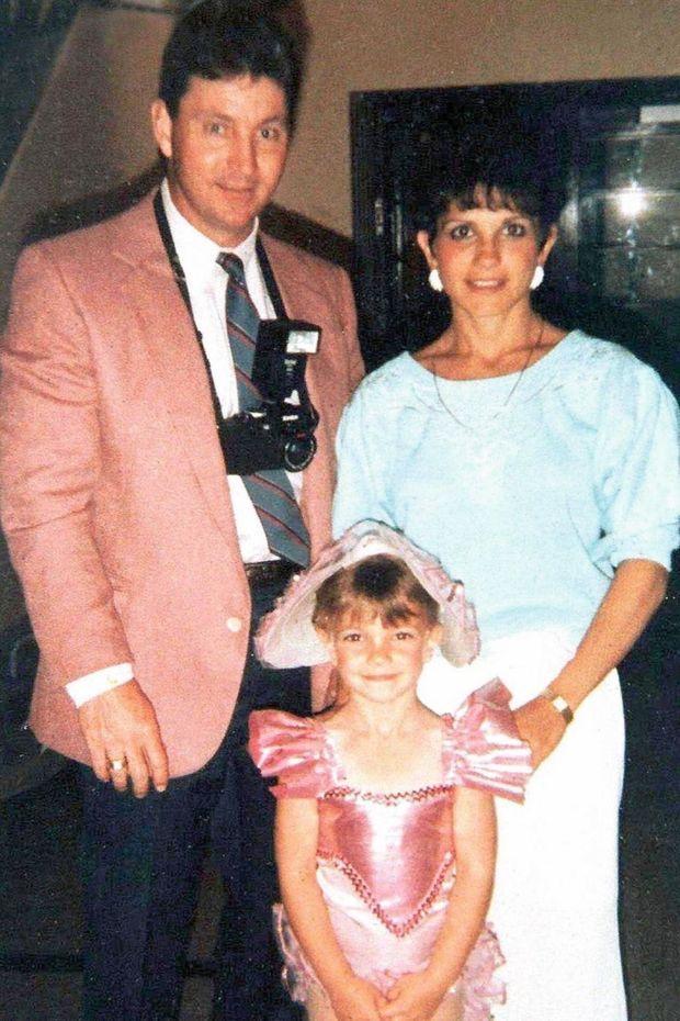 À 7 ans, avec ses parents James et Lynne à un concours de beauté