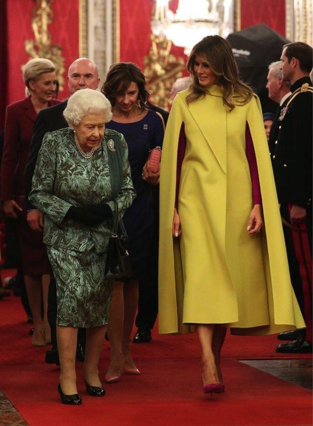 Lors d'un dîner donné par la Reine, à Buckingham le 3 décembre