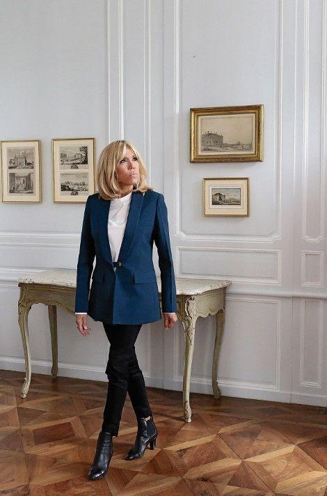 A Ferney-Voltaire, le 31 mai, elle promeut le grand Loto pour la sauvegarde du patrimoine en péril.